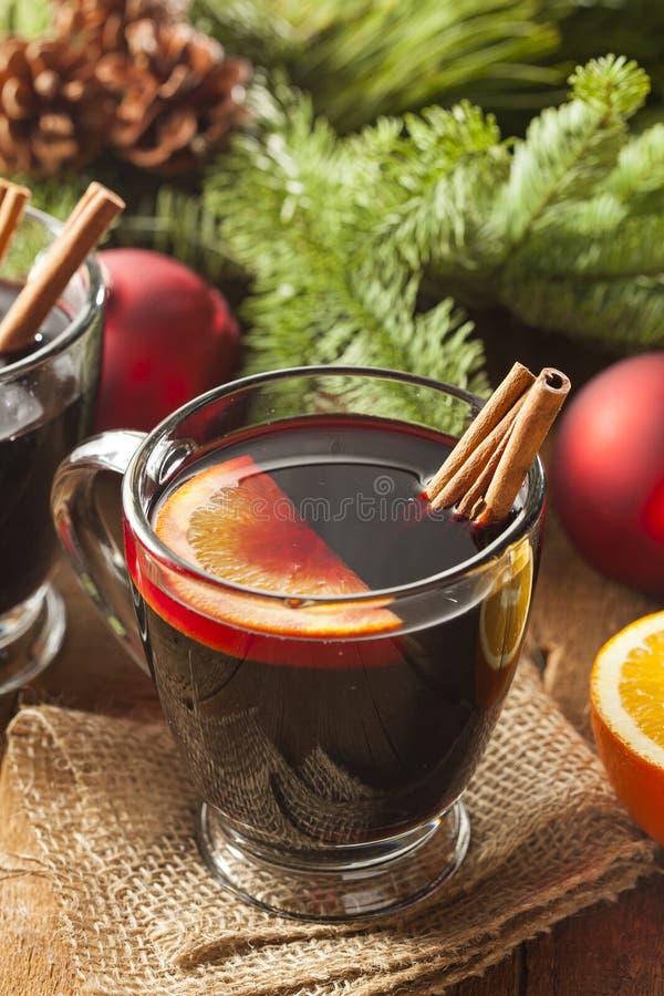 Vino condimentado candente festivo para la Navidad foto de archivo libre de regalías