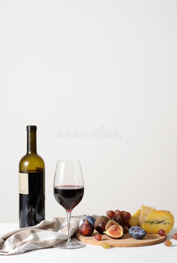 Vino, formaggio e frutta immagine stock libera da diritti