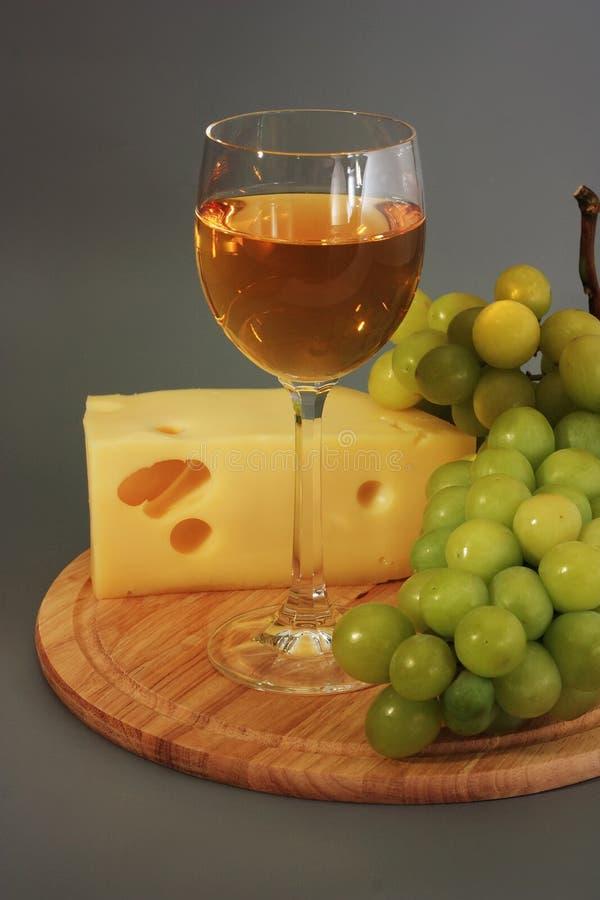 Vino, formaggio ed uva fotografia stock