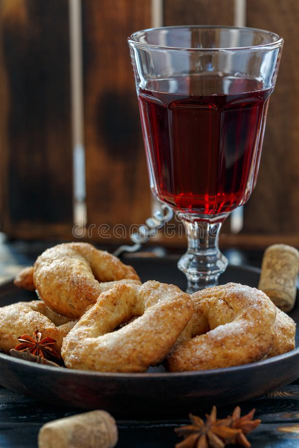 Download Vino Italiano Tradicional Do Al Do DonutsCiambelle Do Vinho Foto de Stock - Imagem de donuts, conceito: 107527636