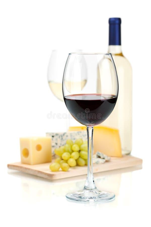 Vino, queso y uvas imagen de archivo