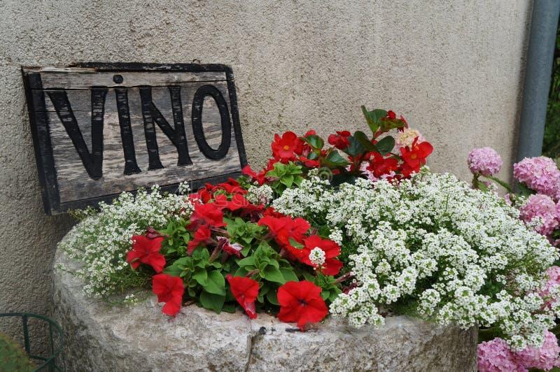 Vino-Restaurant-Zeichen Motovun, Istria, Kroatien, Europa stockfotografie