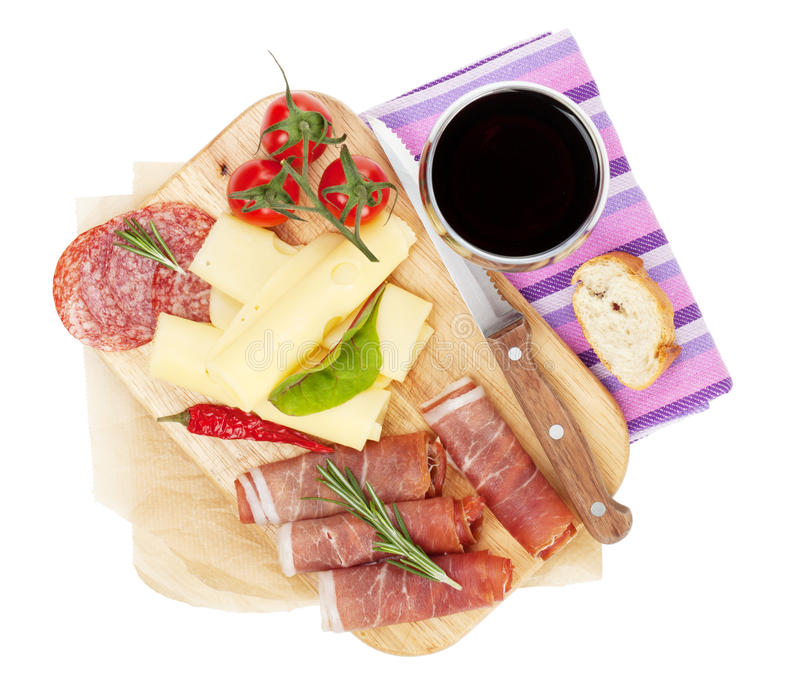 Vino rojo con el queso, prosciutto, pan imágenes de archivo libres de regalías