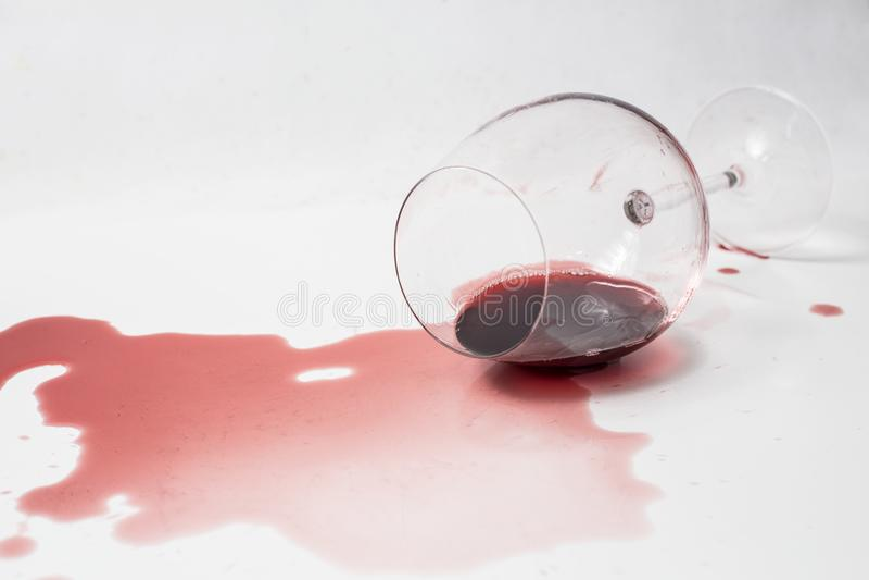 Vino rojo derramado fotografía de archivo libre de regalías