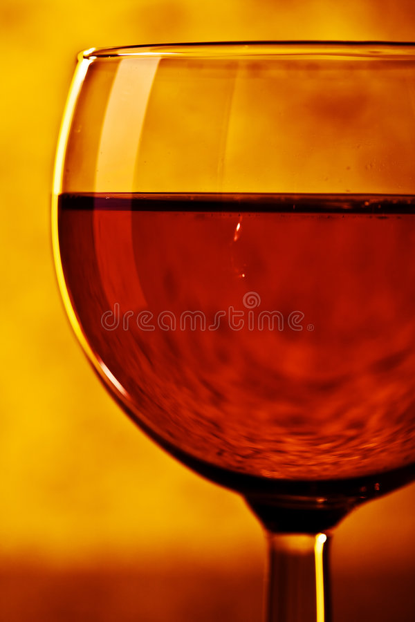 Vino rojo en vidrio fotografía de archivo