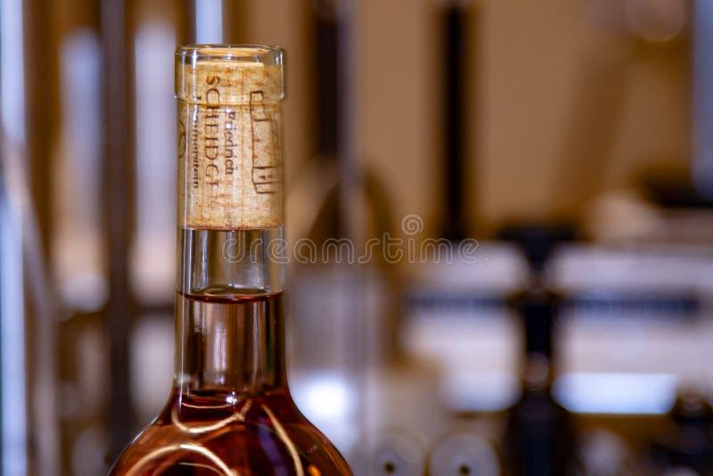 Vino rosa claro ya en botella del lagar Scheidgen en Renania palatina en Alemania foto de archivo libre de regalías