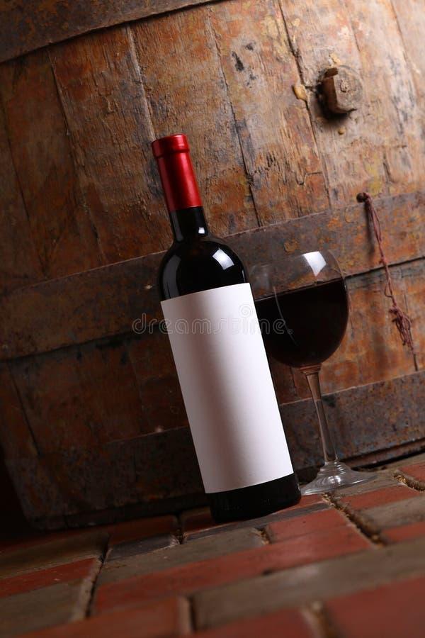 Vino rosso in cantina fotografia stock