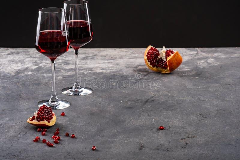 Vino rosso rosso del granato, del melograno e del granato fotografia stock