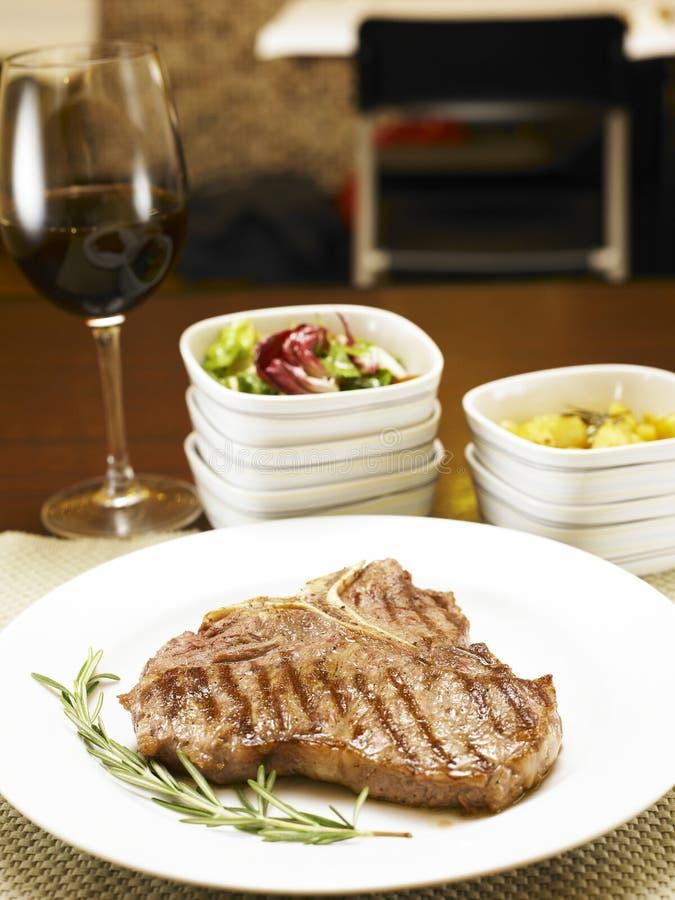 vino rosso della stringa della bistecca immagine stock libera da diritti