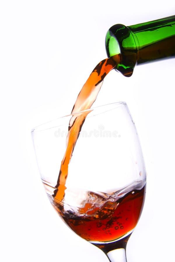 Download Vino rosso di versamento fotografia stock. Immagine di background - 3887244