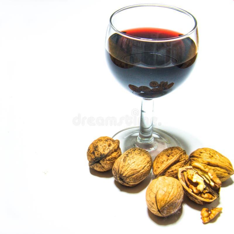 Vino rosso e noci fotografie stock