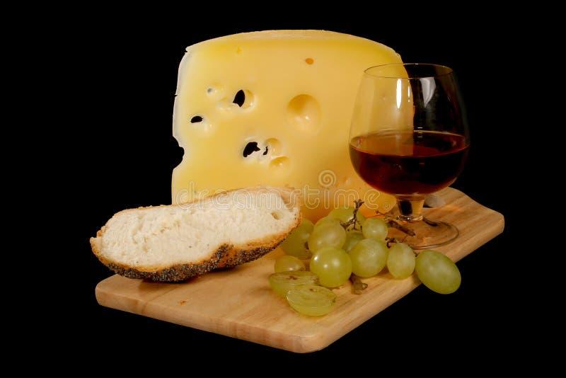 Vino rosso, formaggio, pane, uva fotografia stock