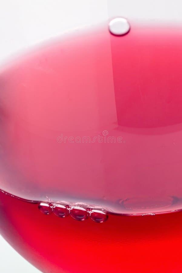 Vino rosso in un vetro immagine stock