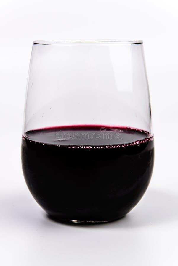 Vino rosso in un vetro di vino stemless fotografia stock