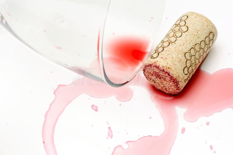 Vino rovesciato. immagine stock