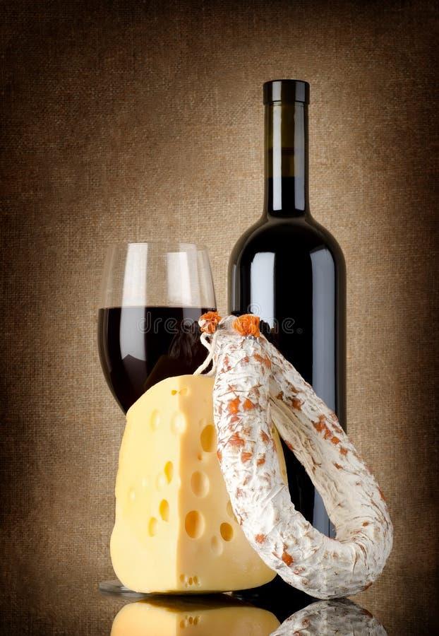 Vino, salame e formaggio fotografia stock libera da diritti