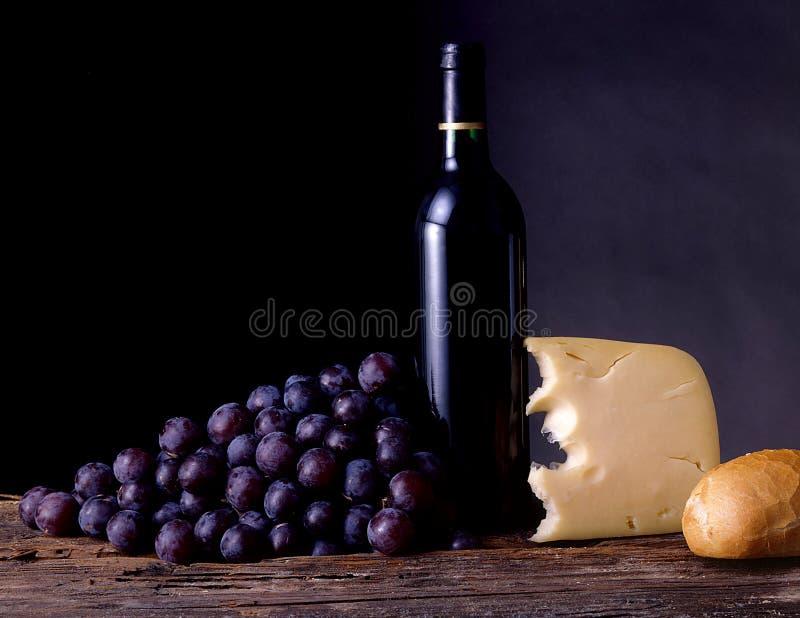 Vino, uvas, queso y pan fotografía de archivo libre de regalías