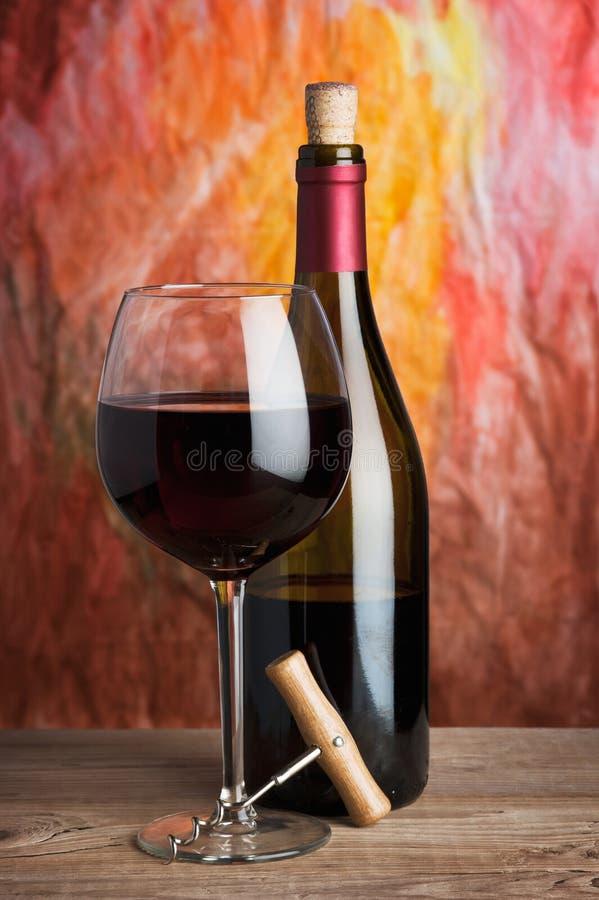 Vino, vidrio y la botella foto de archivo