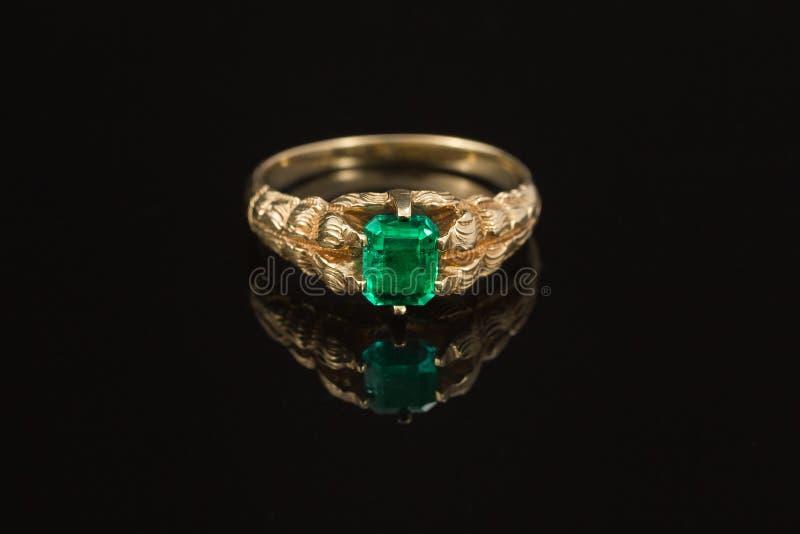 Vintage Antique Emerald Gold Ring zdjęcia royalty free