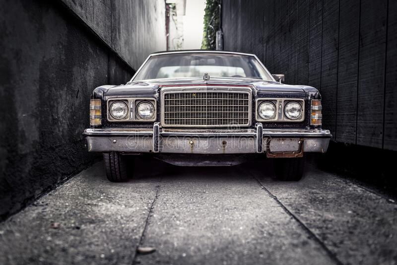 Vintage Car In Alleyway Free Public Domain Cc0 Image