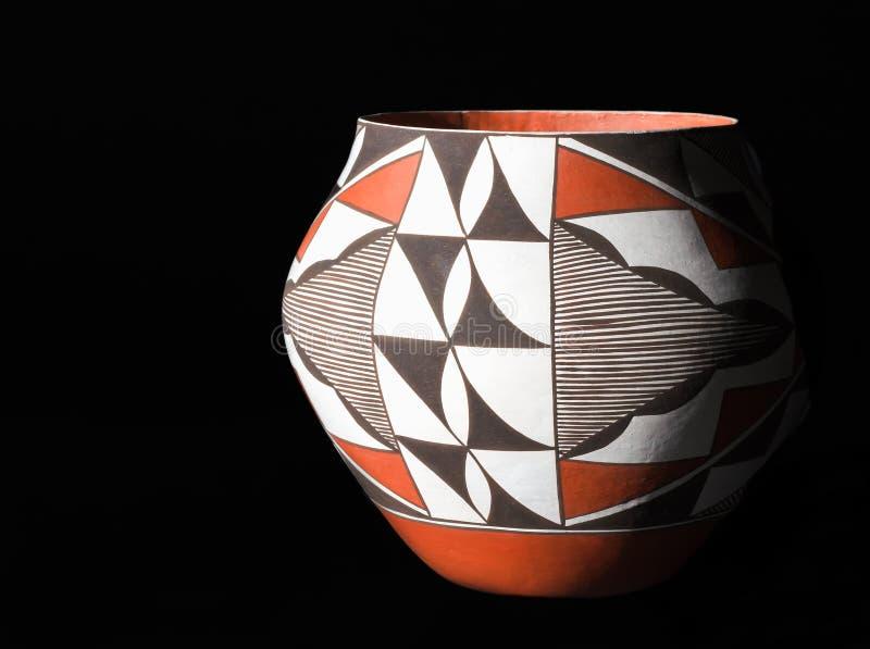 Vintage, cerámica tradicional del pueblo del nativo americano. foto de archivo