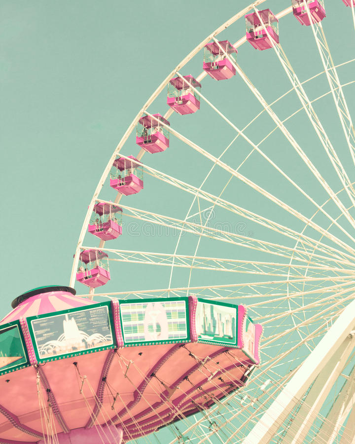 Free Vintage Chain Swing Ride And Ferris Wheel Stock Photo - 93374960