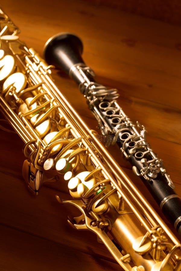 Vintage clásico del saxofón y del clarinet del tenor del saxofón de la música fotos de archivo libres de regalías