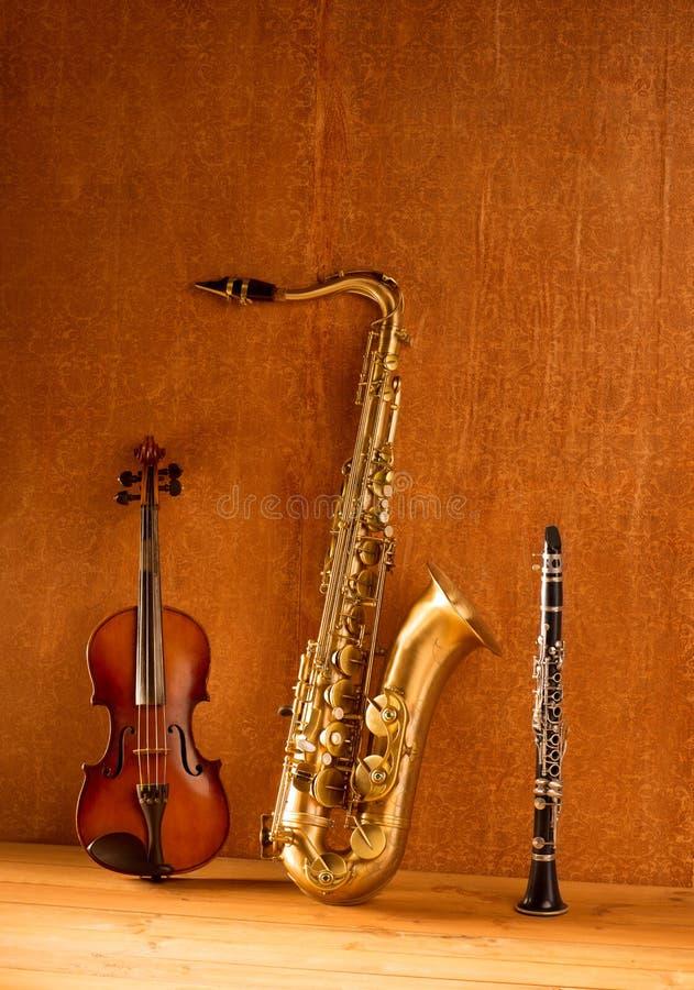 Vintage clásico del violín y del clarinet del saxofón del tenor del saxofón de la música fotografía de archivo