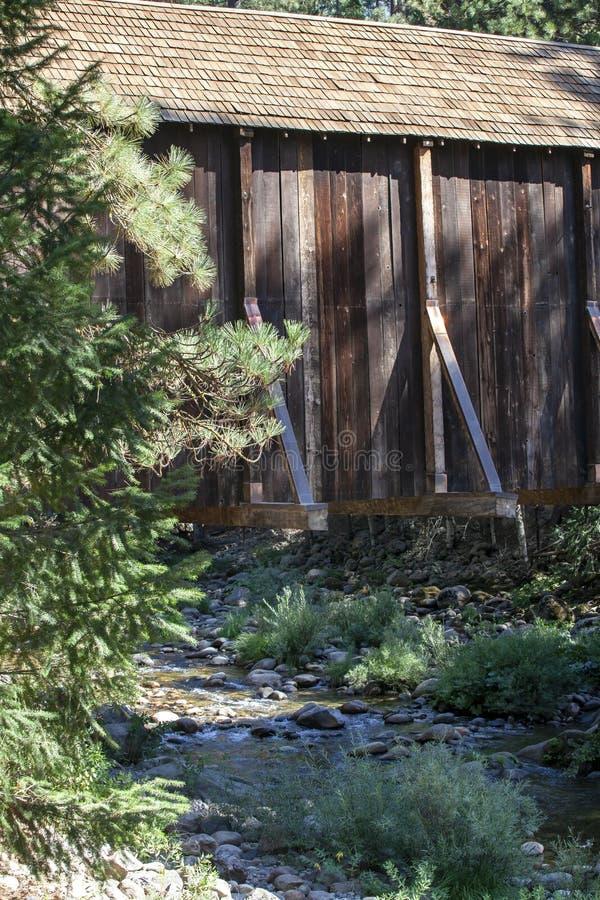 Vintage Covered Bridge Structure of Redwood royalty-vrije stock afbeeldingen