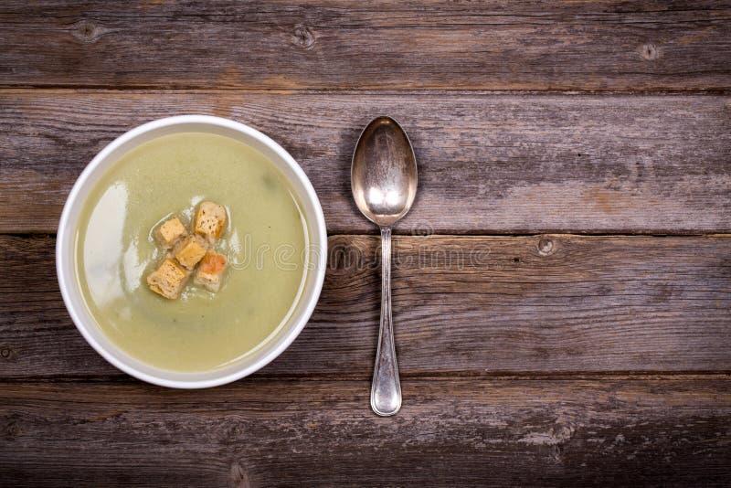 Vintage da sopa do alho-porro e de batata fotografia de stock
