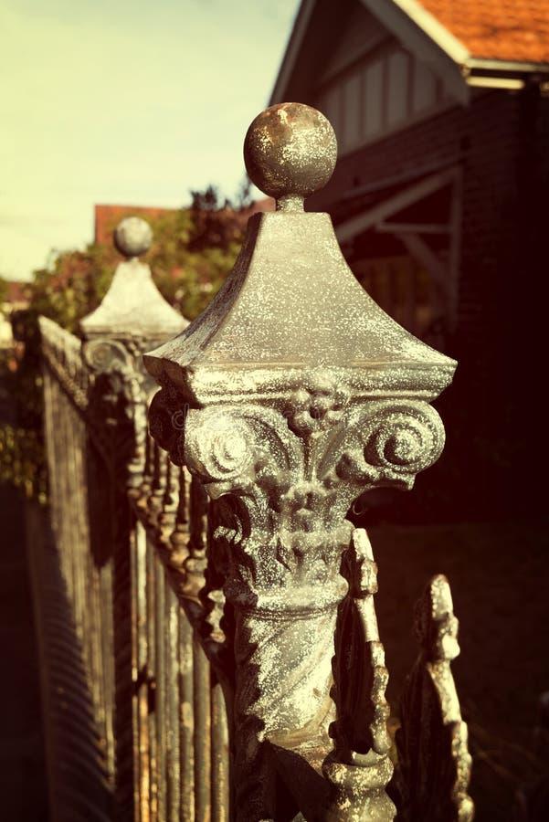 Vintage de la cerca del hierro labrado foto de archivo
