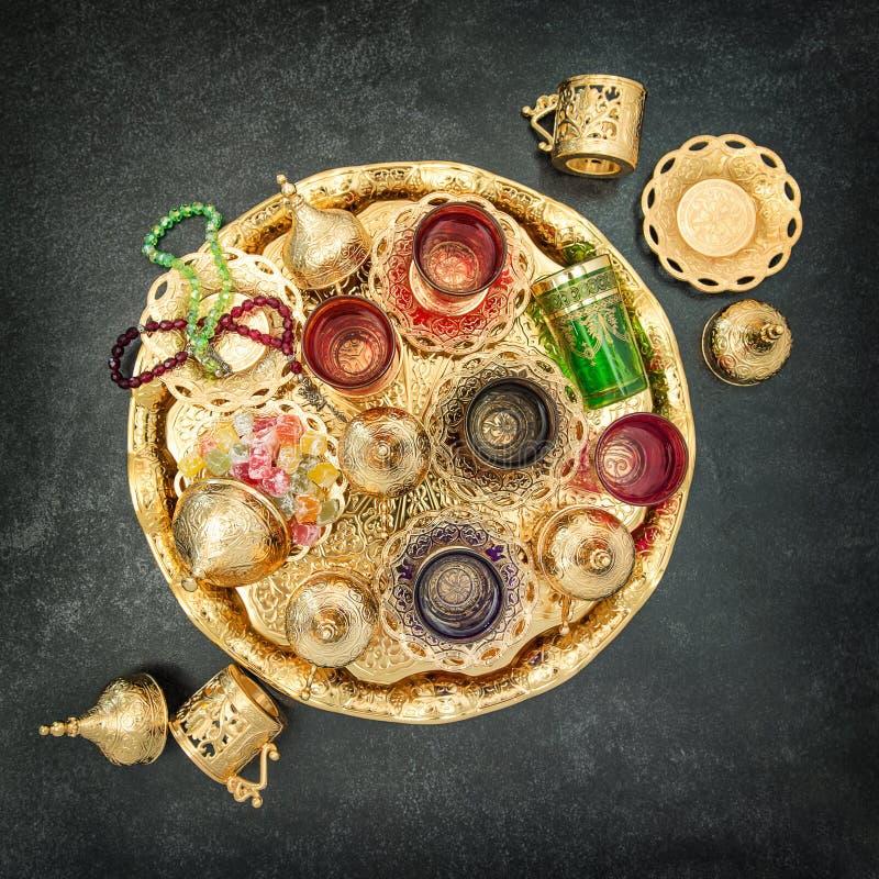 Vintage de oro del kareem del Ramadán de la decoración de la tabla de té