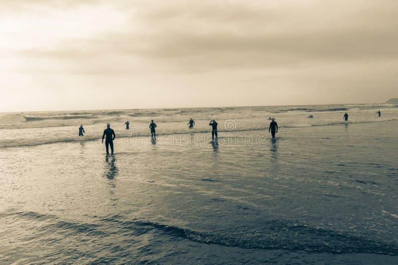 Vintage de préparation de bain d'océan de plage d'athlètes photographie stock libre de droits