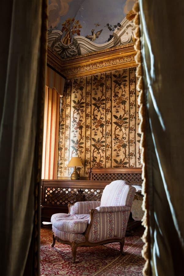Vintage del dormitorio Siglo XIX del sitio foto de archivo libre de regalías