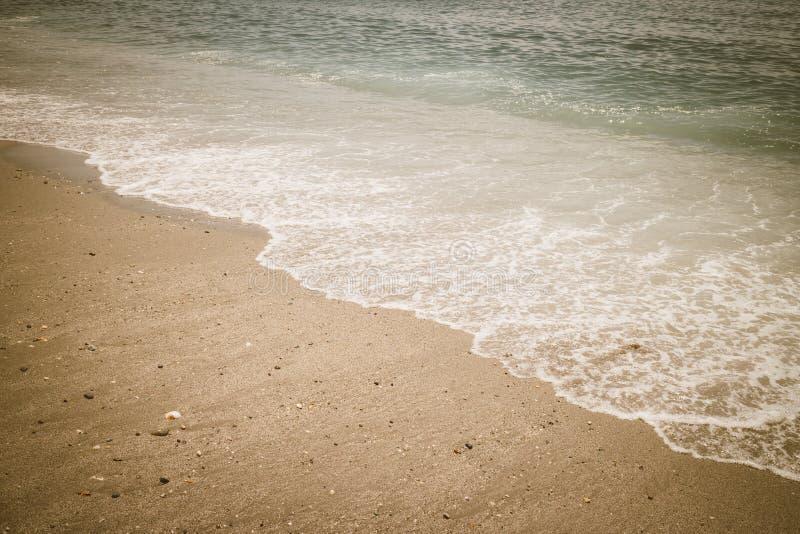 Vintage del océano del mar de la resaca de la onda de la playa de la arena retro foto de archivo libre de regalías