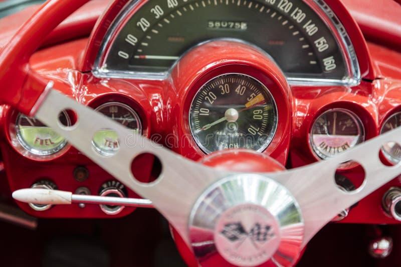 Vintage 1959 del volante del descapotable del coche de Chevrolet Corvette imágenes de archivo libres de regalías