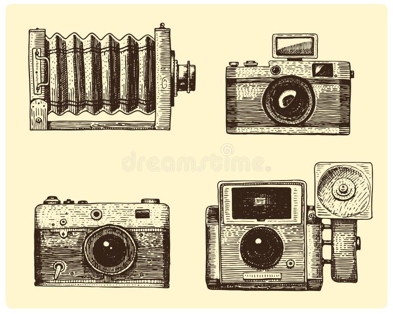 Vintage determinado de la cámara de la foto, mano grabada dibujada en bosquejo o estilo del corte de madera, lente retra de mirad ilustración del vector