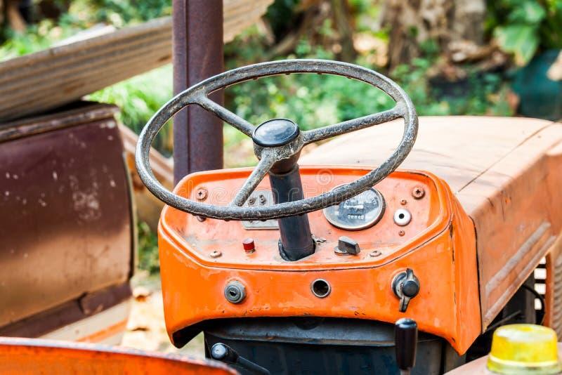 Vintage do trator de exploração agrícola do volante fotografia de stock royalty free