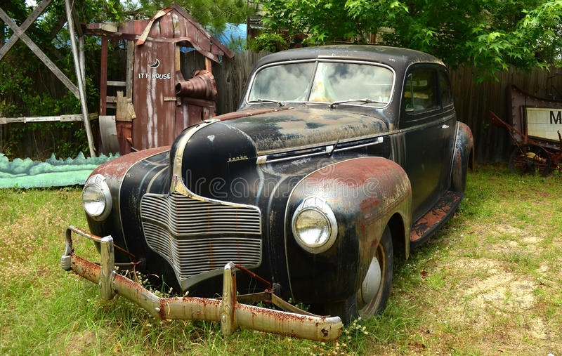 Download Vintage 1940 Dodge Luxury Liner Deluxe, D-14 Editorial Photo - Image of rusty, vehicle: 31279286