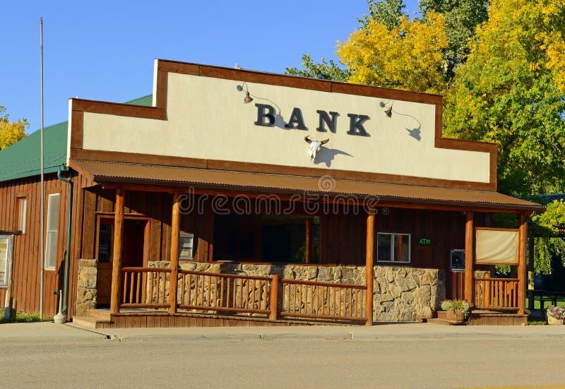 Vintage, edificio de banco pasado de moda de ahorros en América occidental imágenes de archivo libres de regalías