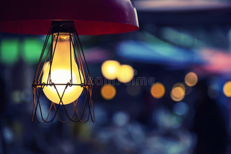 Vintage-Elektrizitätslampe, die zu Hause mit Freie Kopie Raum verziert ist lizenzfreies stockfoto