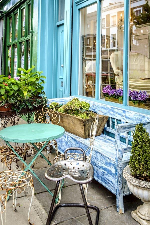Vintage et marché d'occasion dans la route de Portobello dans Notting Hill photos stock