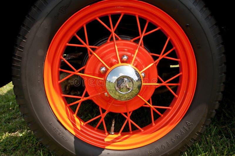 Vintage Ford Wheel Hub avec les rais et le pneu photo stock