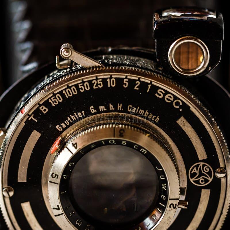 Vintage Gauthier Calmbach, aprisa cámara de plegamiento en Backg de mármol fotos de archivo libres de regalías
