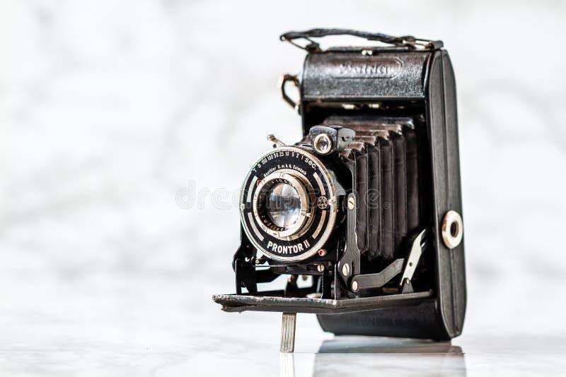 Vintage Gauthier Calmbach, aprisa cámara de plegamiento en Backg de mármol imagen de archivo libre de regalías