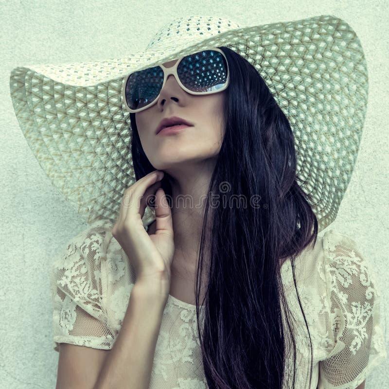 Free Vintage Girl At A Wall Royalty Free Stock Photo - 28183905