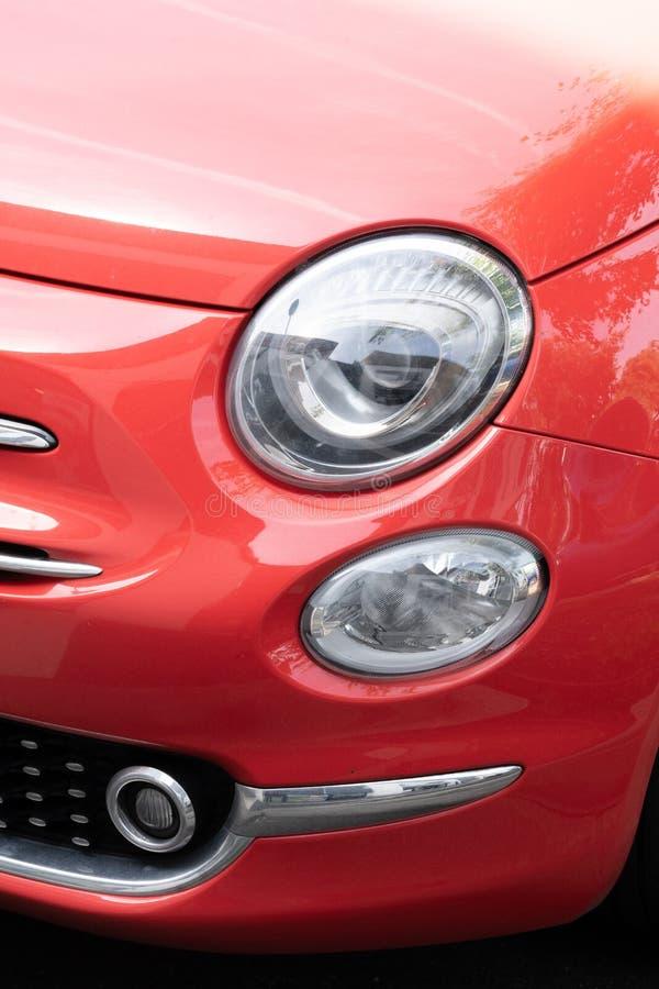 Vintage, moderno corail vermelho, luz de ouvido do carro italiano foto de stock