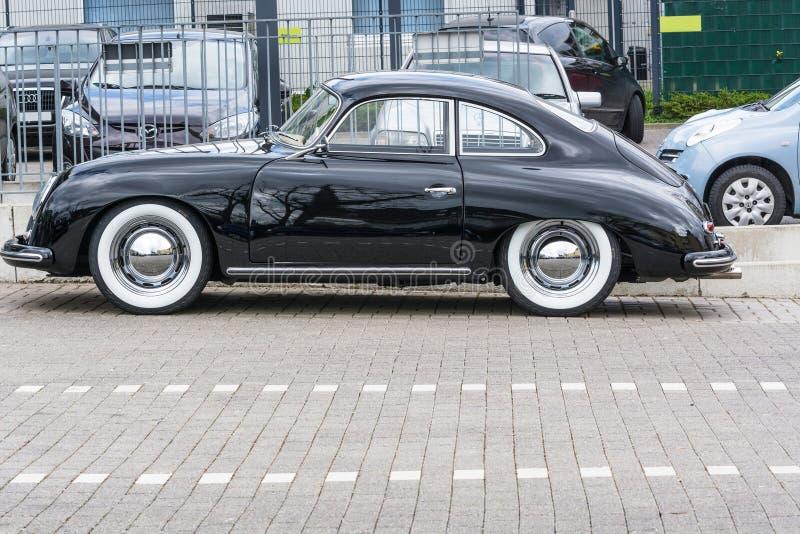 Vintage noir Porsche 1600 photo stock