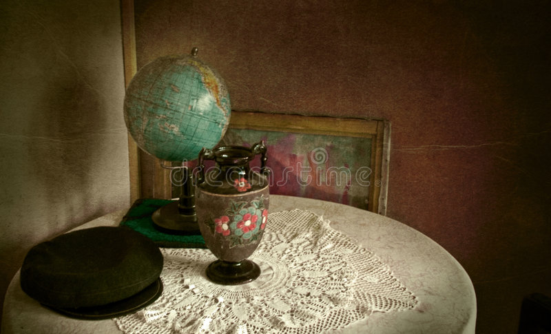 Download Vintage Objects In Grungy Room Stock Image - Image: 5583181