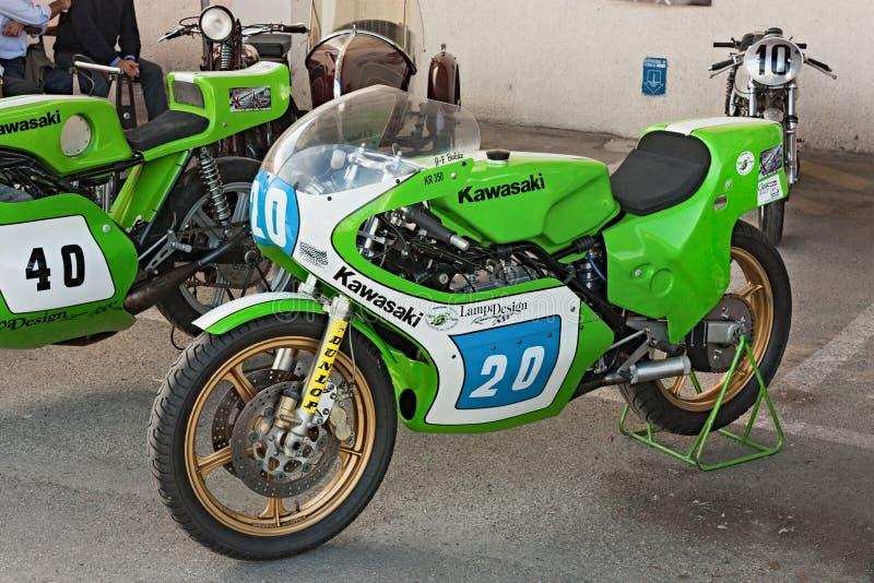 Vintage que compete KR 350 de Kawasaki da motocicleta imagens de stock